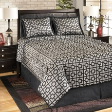 Clearance Signature Design by Ashley Maze Onyx Queen Bedding Ensemble OVLB0818090