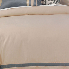 Niche by Eastern Accents Dempsey Witcoff Taupe Hand-Tacked Comforter