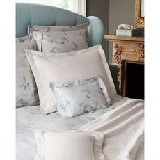 SFERRA Tuccia Full/Queen Coverlet in White/Grey